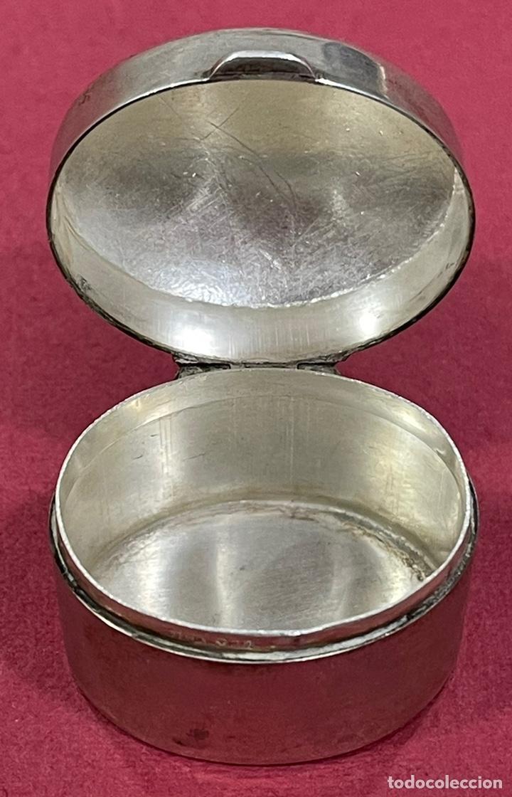 Antigüedades: Bonita caja pastillero, en plata de ley, y esmalte guilloche. - Foto 4 - 238836915