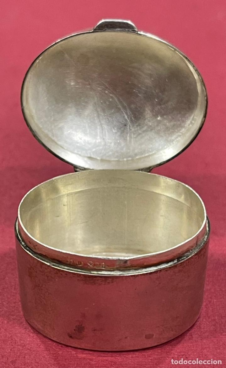 Antigüedades: Bonita caja pastillero, en plata de ley, y esmalte guilloche. - Foto 5 - 238836915