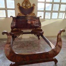 Antiquités: CAMA Y MESITAS DE NOCHE ESTILO FERNANDINO. MADERA DE CAOBA, PALISANDRO Y MARQUETERIA. SIGLO XIX.. Lote 238815000