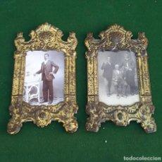 Antiquités: PORTAFOTOS ANTIGUOS DE HOJALATA EN DORADO CON FOTOS. Lote 238890055