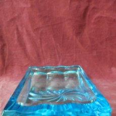 Antigüedades: CENICERO VINTAGE DE CRISTAL AZUL 900 GRAMOS.. Lote 239059025