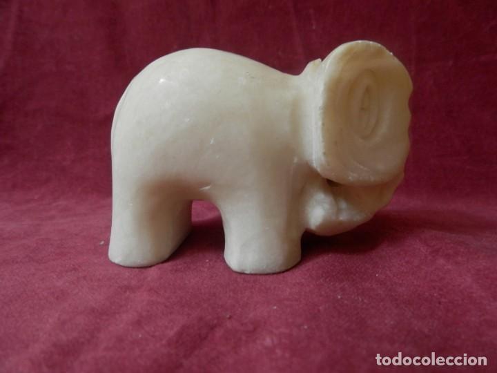 ELEFANTE DE MARMOL BLANCO. (Antigüedades - Hogar y Decoración - Figuras Antiguas)