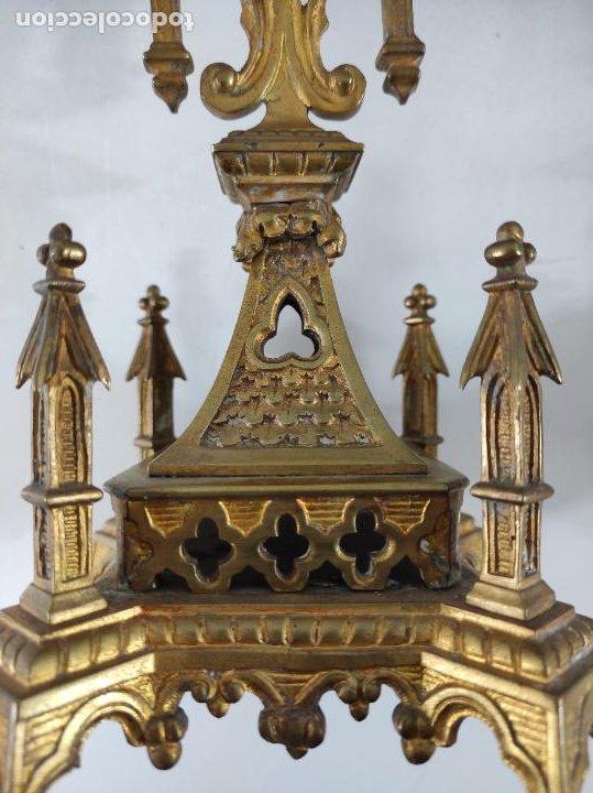 Antigüedades: Preciosa Pareja de Candelabros Neogóticos - Candelabro en Calamina Dorada - Finales S. XIX - Foto 4 - 239359825