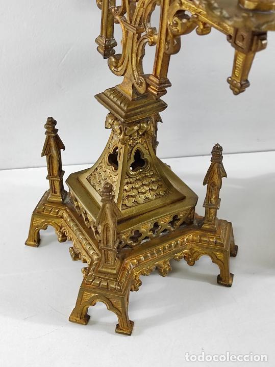Antigüedades: Preciosa Pareja de Candelabros Neogóticos - Candelabro en Calamina Dorada - Finales S. XIX - Foto 5 - 239359825