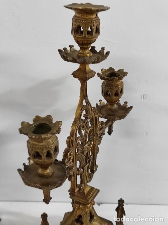 Antigüedades: Preciosa Pareja de Candelabros Neogóticos - Candelabro en Calamina Dorada - Finales S. XIX - Foto 6 - 239359825