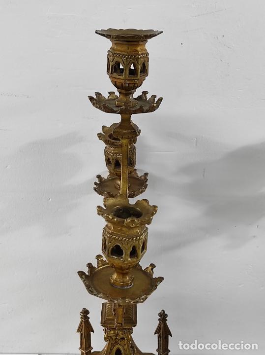 Antigüedades: Preciosa Pareja de Candelabros Neogóticos - Candelabro en Calamina Dorada - Finales S. XIX - Foto 9 - 239359825
