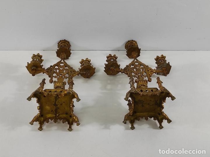 Antigüedades: Preciosa Pareja de Candelabros Neogóticos - Candelabro en Calamina Dorada - Finales S. XIX - Foto 17 - 239359825