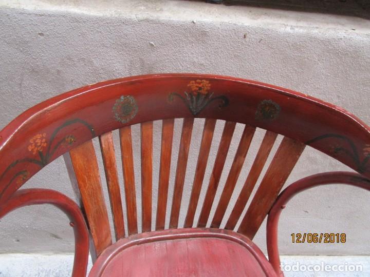 Antigüedades: antigua silla O SILLON DE MADERA ESTILO TONETTE decorada con pinturas florales y brazos laterales - Foto 2 - 239362655