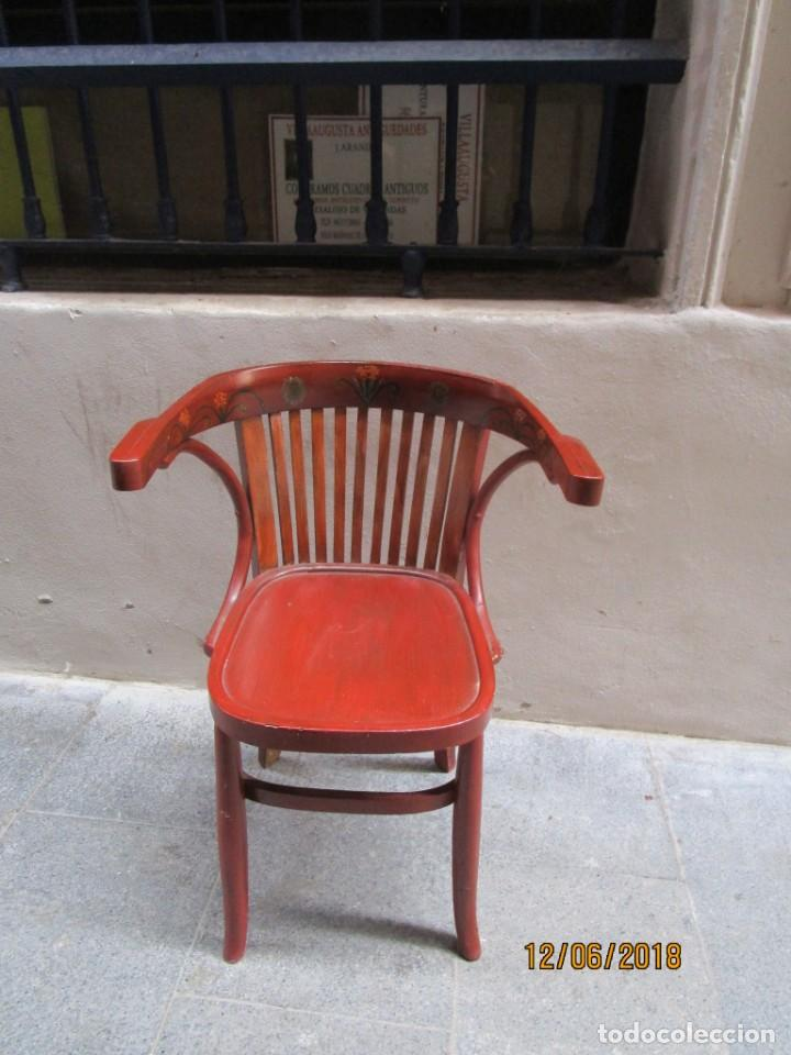 Antigüedades: antigua silla O SILLON DE MADERA ESTILO TONETTE decorada con pinturas florales y brazos laterales - Foto 3 - 239362655