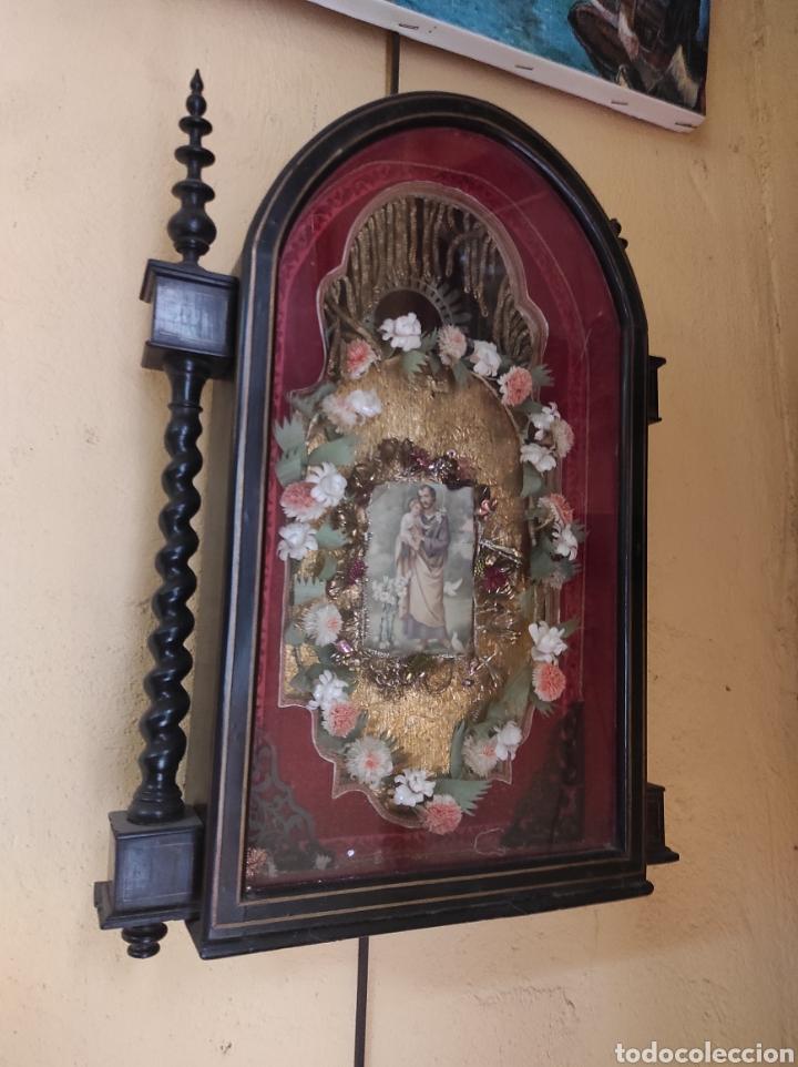 ANTIGUA URNA DE MADERA ACRISTALADA - TRÍPTICO DE SAN JOSÉ CON EL NIÑO JESÚS - (Antigüedades - Religiosas - Varios)