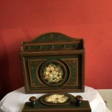 Antigüedades: ARMARIO ANTIGUO MADERA PINTADO CONTADOR LLAVERO FIRMA VIDAL. Lote 239557100