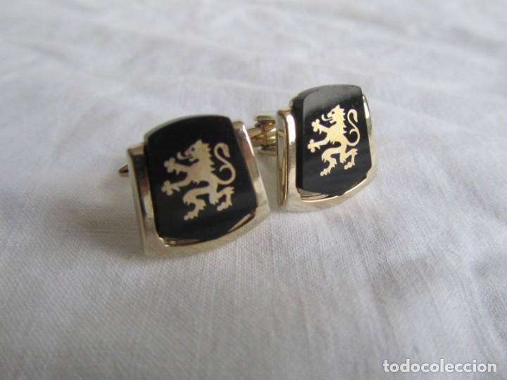 Antigüedades: Pareja de gemelos metálicos patentados, León rampante - Foto 2 - 239600510