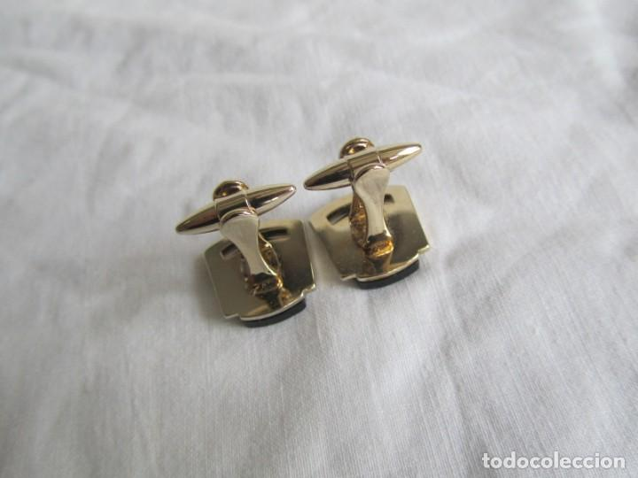 Antigüedades: Pareja de gemelos metálicos patentados, León rampante - Foto 4 - 239600510