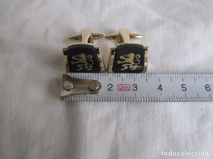 Antigüedades: Pareja de gemelos metálicos patentados, León rampante - Foto 7 - 239600510