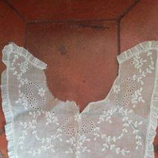 Antigüedades: CUELLO DE GASA BORDADO A MANO SIGLO 19. Lote 239607870