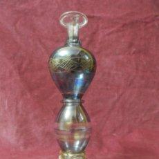 Antigüedades: PERFUMERO, FRASCO, COLONIA DE CRISTAL SOPLADO Y TALLADO EGIPCIO. COLOR AZUL Y PINTADO EN ORO. Lote 239646045