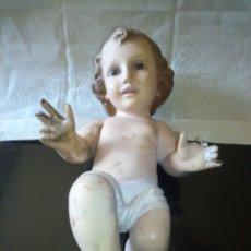 Antigüedades: ~~~~ PRECIOSO NIÑO JESÚS DE ESTUCO POLICROMADO Y OJOS DE CRISTAL, SELLADO OLOT, MIDE 25 CM. ~~~~. Lote 289901108