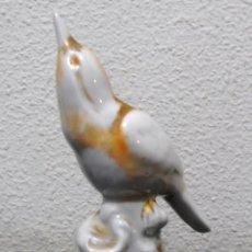 Antigüedades: PAJARO DE PORCELANA, ANTIGUO. Lote 239732930