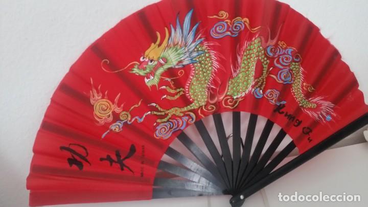 PARA DECORACION Y COLECION ABANICO MAD IN TAIWAN ,KUNG FU .PINTADO A MANO (Antigüedades - Moda - Abanicos Antiguos)
