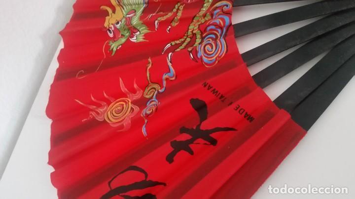 Antigüedades: PARA DECORACION Y COLECION ABANICO MAD IN TAIWAN ,KUNG FU .PINTADO A MANO - Foto 8 - 239820420