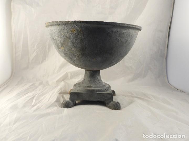 Antigüedades: ELEGANTE MACETERO JARDINERA DE HIERRO PARA PLANTAS O FLORES - Foto 2 - 239841050