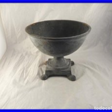 Antigüedades: ELEGANTE MACETERO JARDINERA DE HIERRO PARA PLANTAS O FLORES. Lote 239841050