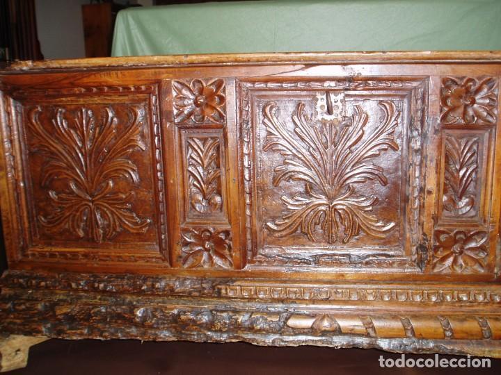 Antigüedades: Arca de novia de Lleida siglo XVIII . En madera de nogal - Foto 2 - 239875330