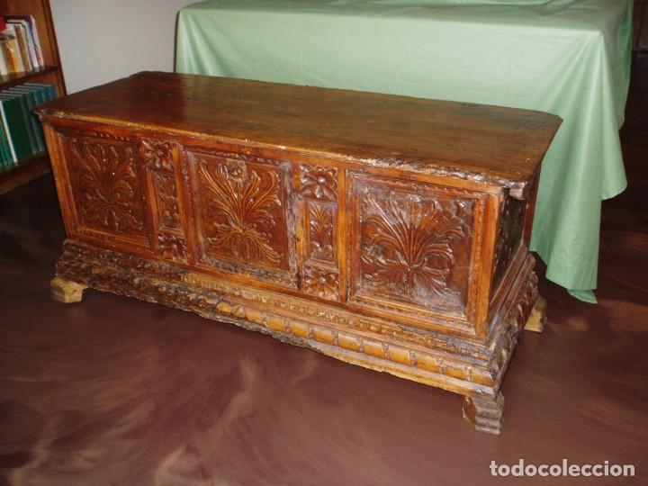 Antigüedades: Arca de novia de Lleida siglo XVIII . En madera de nogal - Foto 6 - 239875330