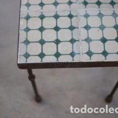 Antigüedades: MESA DE HIERRO Y BALDOSAS HIDRAULICAS. Lote 239938430