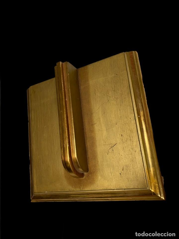 Antigüedades: Antigua peana, repisa, ménsula, pedestal de madera dorada al oro fino. Siglo XIX. 37x35x10. Sólida - Foto 2 - 240100255