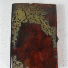 Antigüedades: ANTIGUA AGENDA - TAPAS EN CAREY - DECORACIÓN EN LATÓN CINCELADO - PIEZA CENTRAL EN HUESO - S. XIX. Lote 240141860