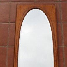 Antigüedades: ANTIGUO ESPEJO OVALADO BISELADO CON MARCO DE MADERA CON MARQUETERIA – GRANDES DIMENSIONES 1,45 CM. Lote 240190075
