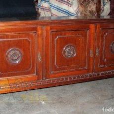 Antigüedades: GRAN CAJA DE MADERA DE 3 PUERTAS. Lote 240215400