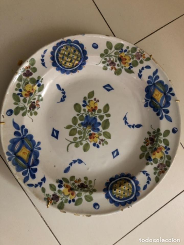 Antigüedades: Plato de cerámica de Manises. 34 cm de diámetro - Foto 2 - 240227585