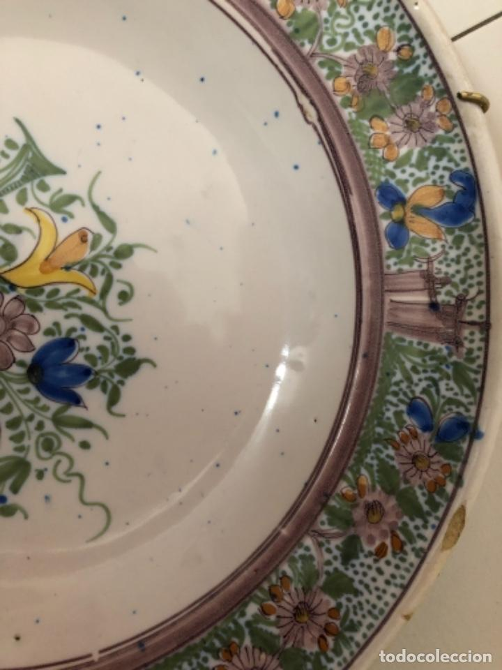 Antigüedades: Plato de cerámica de Manises. 34 cm de diámetro - Foto 3 - 240229160