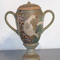 Antigüedades: MANUEL MILLET - JARRÓN, COPA - PALOMAS - 40 CM.TROFEO COLOMBOFILIO.. Lote 240230470