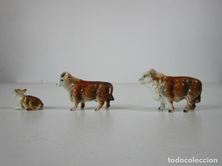Antigüedades: Porcelana Inglesa - Vaca, Toro y Ternero Miniatura - Muy Buena Calidad - Foto 4 - 240231320