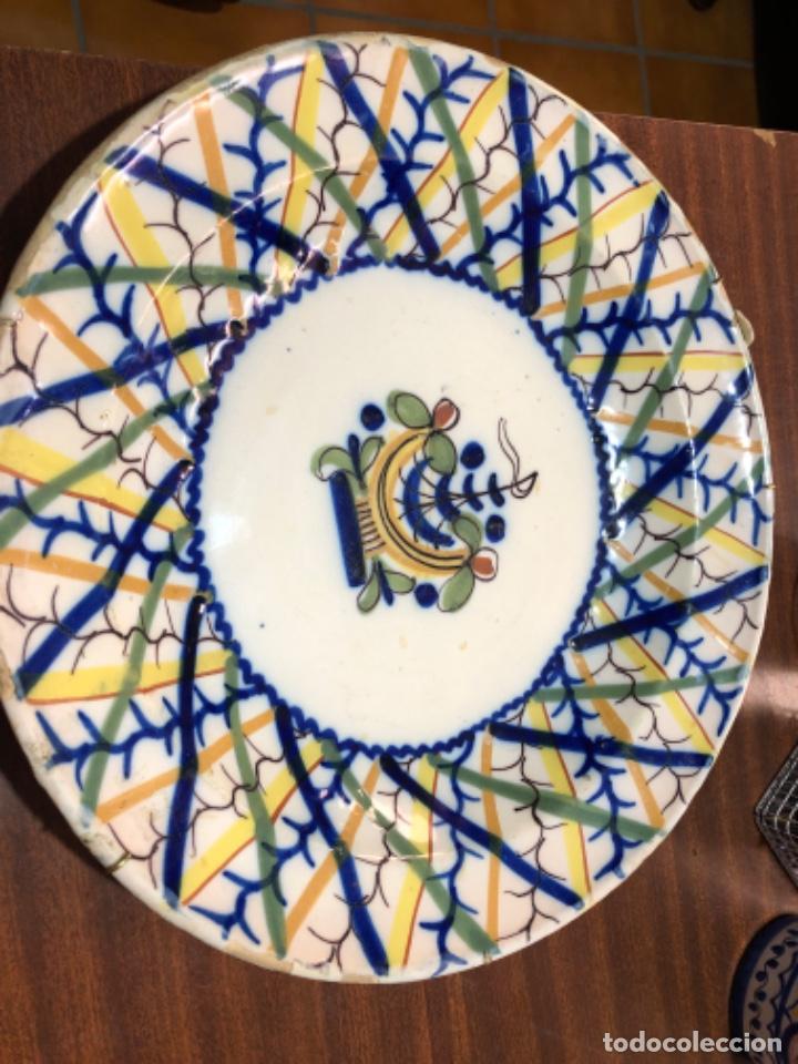 Antigüedades: Plato de cerámica de Manises. Firmado. 30'5 cm de diámetro - Foto 2 - 240231925