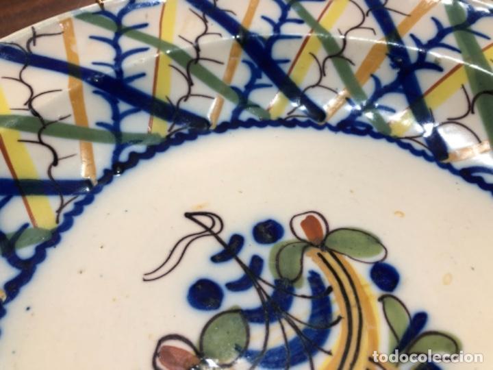 Antigüedades: Plato de cerámica de Manises. Firmado. 30'5 cm de diámetro - Foto 3 - 240231925