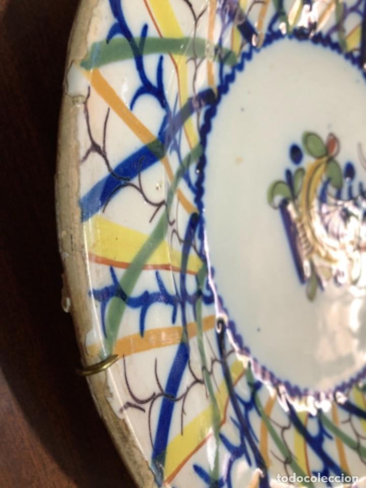Antigüedades: Plato de cerámica de Manises. Firmado. 30'5 cm de diámetro - Foto 4 - 240231925
