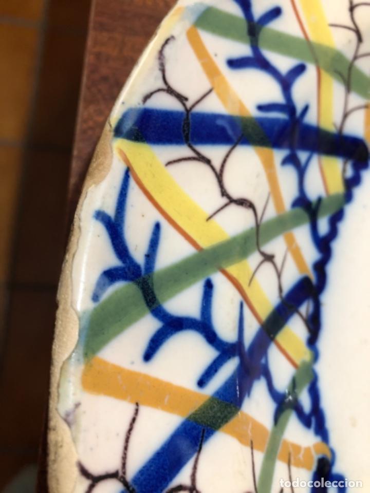 Antigüedades: Plato de cerámica de Manises. Firmado. 30'5 cm de diámetro - Foto 5 - 240231925
