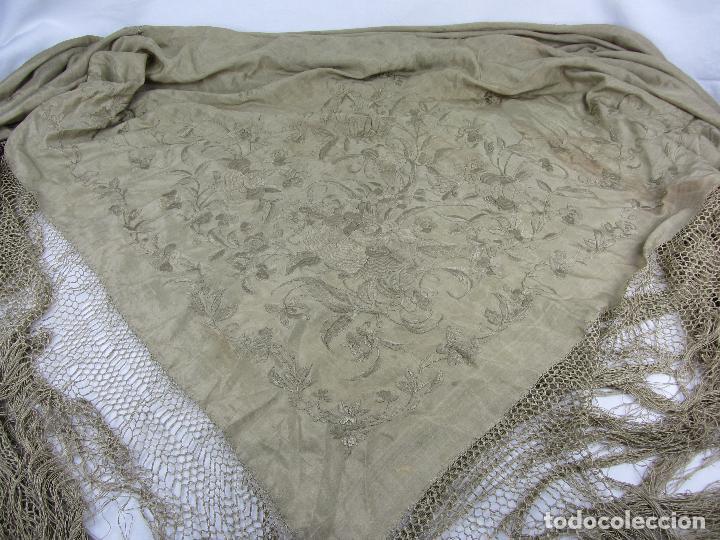 Antigüedades: Mantón de Manila en seda fina beige y bordado a mano - s.XIX - Foto 3 - 240255425
