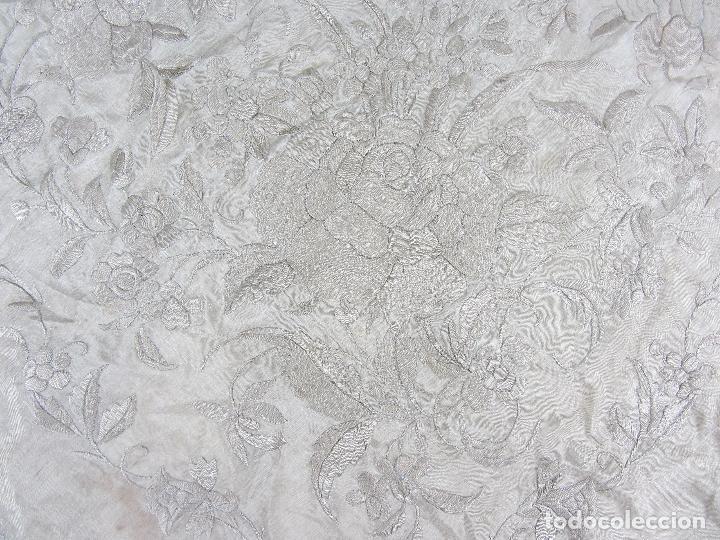 Antigüedades: Mantón de Manila en seda fina beige y bordado a mano - s.XIX - Foto 4 - 240255425
