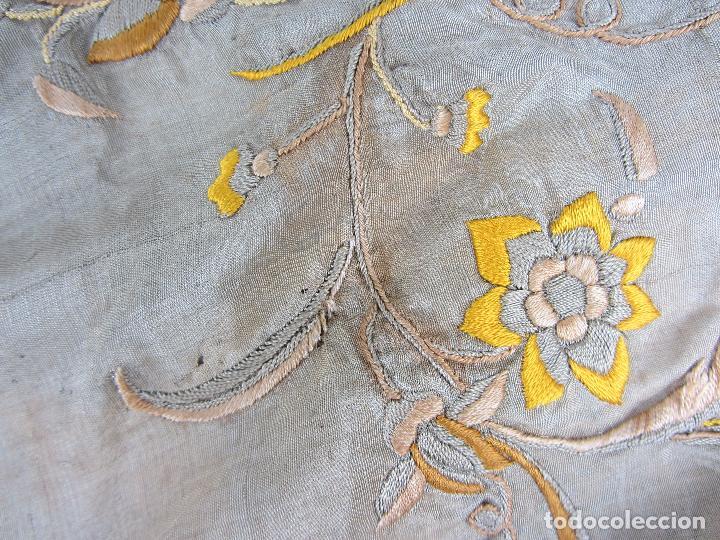 Antigüedades: Mantón de Manila en seda fina beige y bordado a mano - s.XIX - Foto 5 - 240255425