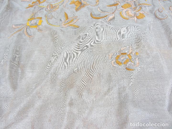 Antigüedades: Mantón de Manila en seda fina beige y bordado a mano - s.XIX - Foto 6 - 240255425