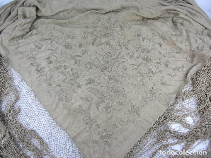 Antigüedades: Mantón de Manila en seda fina beige y bordado a mano - s.XIX - Foto 8 - 240255425