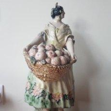 Antiquités: VALENCIANA CON CESTO DE FRUTAS DE A. PEYRÓ. Lote 240266380