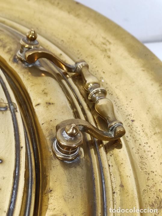 Antigüedades: Bonito Brasero Antiguo - en Bronce y Latón - Patas de Madera - con Calentador en el Interior - S.XIX - Foto 4 - 240378875