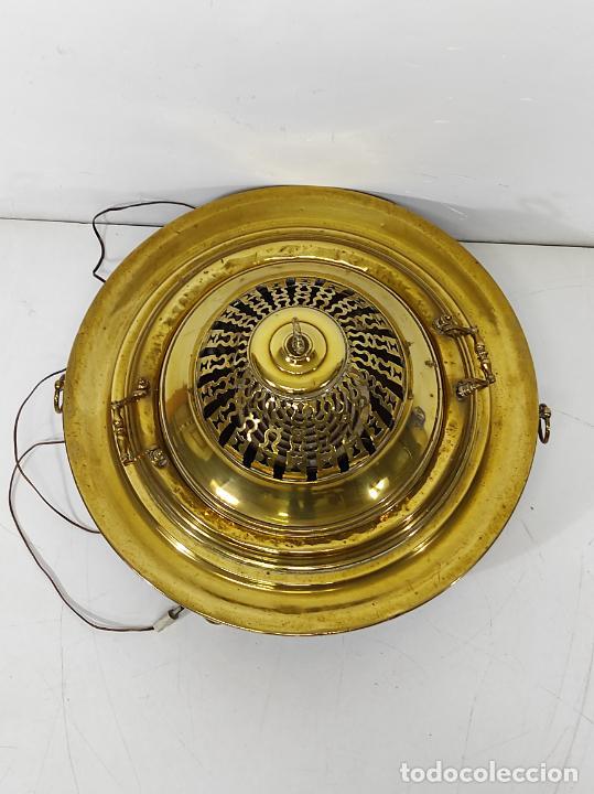 Antigüedades: Bonito Brasero Antiguo - en Bronce y Latón - Patas de Madera - con Calentador en el Interior - S.XIX - Foto 7 - 240378875