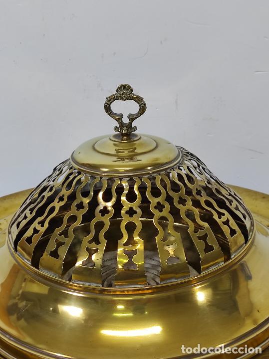 Antigüedades: Bonito Brasero Antiguo - en Bronce y Latón - Patas de Madera - con Calentador en el Interior - S.XIX - Foto 9 - 240378875